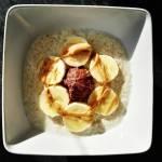 Płatki jęczmienne z bananem, masłem orzechowm i domową czekoladką