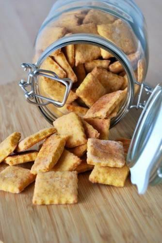 Serowe krakersy z pieprzem