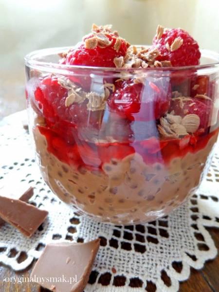 Czekoladowy pudding z tapioki z malinami