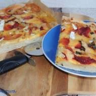 Buraczana pizza z chrzanem