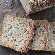 Niemiecki chleb żytni z ziarnami