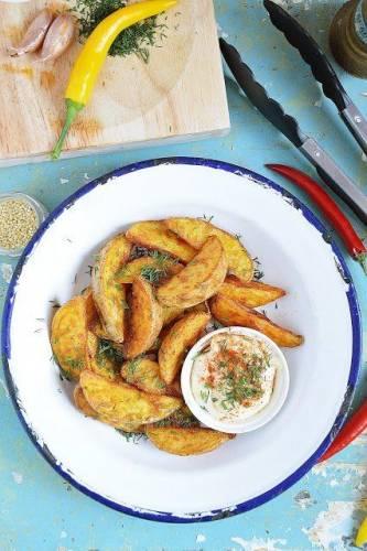 Pieczone ziemniaki z czosnkiem i koperkiem
