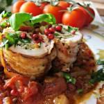 Roladki ze szpinakiem, serem camembert, boczkiem w sosie pomidorowym