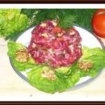 Sałatka warzywna z orzechami