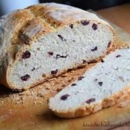 Chleb pszenno - orkiszowy z żurawiną pieczony w naczyniu żaroodpornym