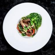 Stir fry z wołowiną i recenzja tytanowej patelni marki WOLL