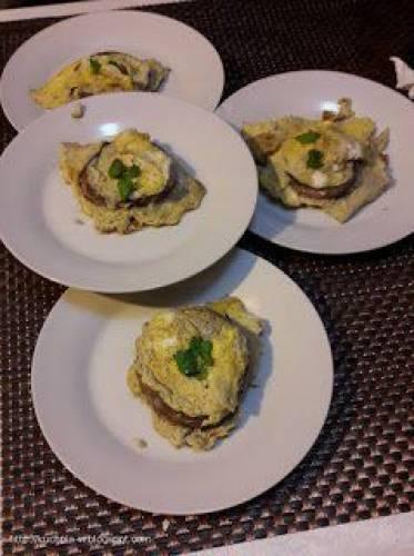 Pieczarki portobello z jajecznicą