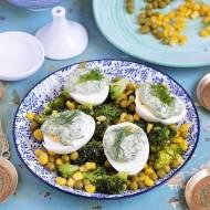 Sałatka warzywna z jajkiem i koperkowym majonezem