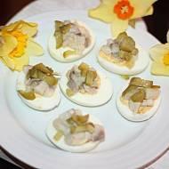 Jajeczka faszerowane ze śledziem i ogórkiem kiszonym