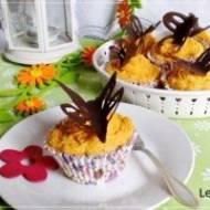 Wiosenne muffinki z kremem z dyni piżmowej z czekoladowymi motylami