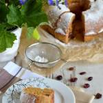 Pełnoziarnista babka z marchewką i bakaliami