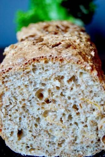 Chleb pszenny z płatkami kukurydzianymi (na drożdżach)