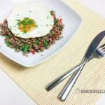 Wołowina po tajsku z jajkiem sadzonym