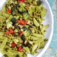 Makaron szpinakowy z warzywami
