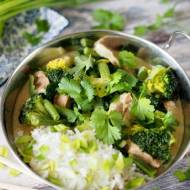Curry z wieprzowiną i zielonymi warzywami