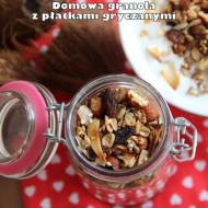 Domowa granola z płatkami gryczanymi