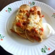 Zapiekane burrito z kurczakiem i warzywami