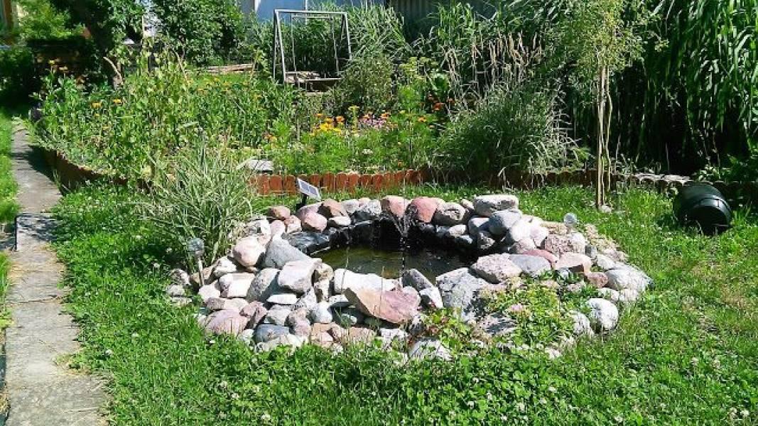 Oczko w wersji mini - recyklingowa ozdoba ogrodu