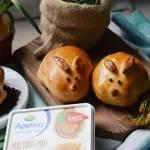 Wielkanocne bułeczki zające z kremowym farszem i kiełbaskami