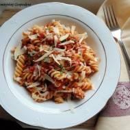 Fusilli z sosem mięsno-pomidorowym
