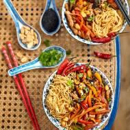 Stir-fry z indykiem, warzywami i makaronem na ostrrrroooo