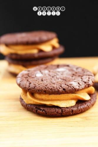 Ciasteczka kakaowe z kremem orzechowym