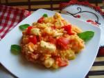 Piersi z kurczaka duszone z cukinią, papryką i pomidorami. Risotto  z kurczakiem i duszonymi warzywami.