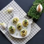 Jajka faszerowane kaparami i orzechami piniowymi