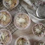 Muffinki z rodzynkami i serkiem śmietankowym