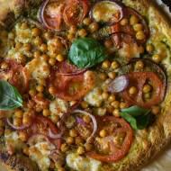 Pizza pełnoziarnista z pesto i ciecierzycą