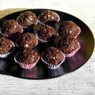 Trufle czekoladowe z orzechami.