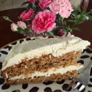 Urodzinowy tort marchewkowy z kremem kokosowym