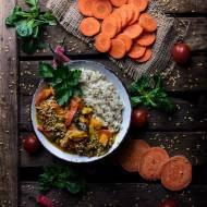 Warzywne curry na mleku kokosowym z prażonym siemię lnianym