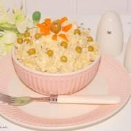 Sałatka ryżowa z kurczakiem, jajkami i serem Korycińskim.