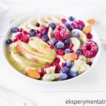 Kasza jaglana na mleku z owocami i migdałami