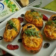 Pieczone bataty z Apetiną i suszonymi pomidorami