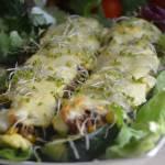 Cukinie faszerowane mięsem i warzywami zapiekane w sosie śmietanowym