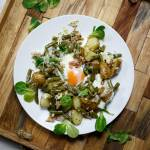 Młode ziemniaki, jajka i szparagowa fasolka