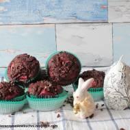 Babeczki z truskawkami i ziarnami kakao