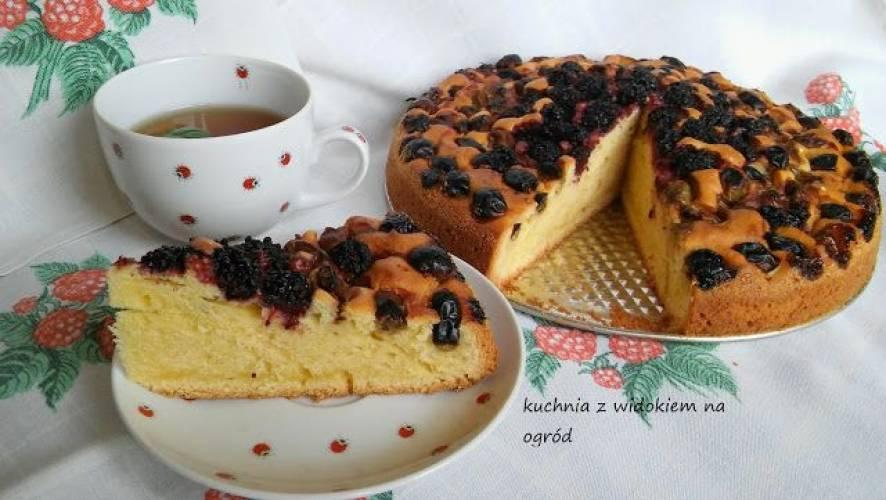 Błyskawiczne ciasto pod owoce sezonowe, mrożone, suszone czy z kompotu.
