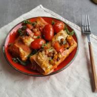 Warzywny zawijaniec w kremowym sosie z grillowaną papryką