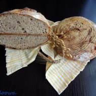 Chleb na  zakwasie z dzikich drożdży z wody cytrynowo - czosnkowej z makiem