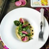 Wątróbka z indyka z serowym hummusem i balsamico