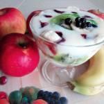 Śniadaniowa kasza manna z owocami dla dzieci
