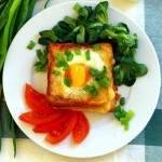 Tost zapiekany z jajkiem