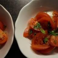 Mozzarella z pomidorami w bazyliowym aromacie