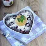 Czekoladowo - kawowy sernik z wiśniami.