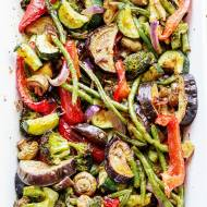 Pieczone warzywa marynowane w jogurcie