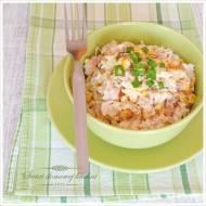 Sałatka z wędzonym kurczakiem, ryżem i ananasem