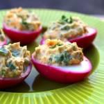 Czerwone faszerowane jajka